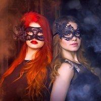 Девушки в образах Тепло и Холод, в масках :: Ксения OKDMUSE