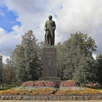В сквере центральной площади. :: Николай Масляев