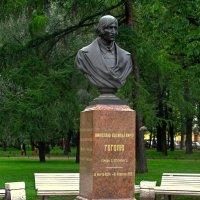Памятник-бюст Н.В.Гоголю :: Сергей Карачин