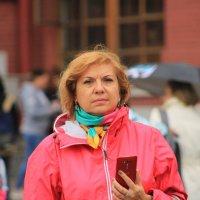 Ольга в красном на Красной площади. :: веселов михаил
