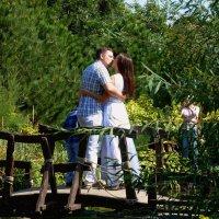 Осенний поцелуй на мостике... :: Лидия Бараблина