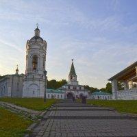 Коломенское. Вид на передние ворота и колокольню Казанского храма :: Александра Климина