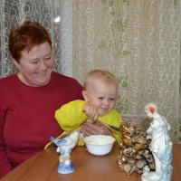 Давай ка по ложечке,за папу,за маму...Кушай каша хороша...Баба варила... :: Андрей Хлопонин