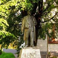 Памятник Ильичу :: Андрей Снегерёв