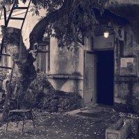 Старый двор. :: Эника.