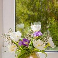 Тюльпаны в круглой вазе :: Ольга Бекетова