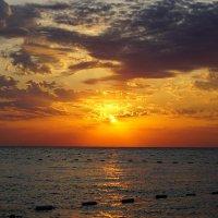 Рассвет у моря :: Сергей Беляев