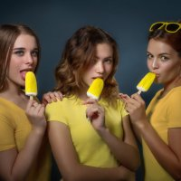 Три девицы под окном... :: Вячеслав Владимирович