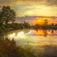 Рассвет на озере :: Геннадий Клевцов
