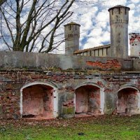 Крепостная стена изнутри :: Сергей Карачин