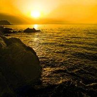 Рассвет на море в Коста Браво :: Alexandеr P