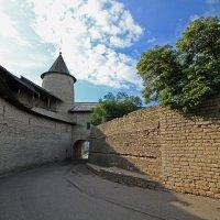 Стены древнего Кремля... Захаб. Псков :: Евгений