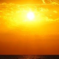Рассвет над морем :: Сергей Беляев