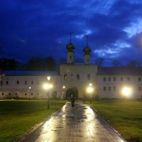 Вечер в монастыре :: Сергей Кочнев
