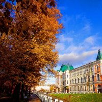 Осенний город. :: Наталья Сазонова