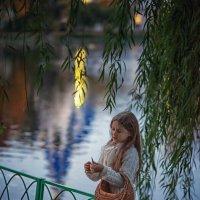 У озера :: Надежда Антонова