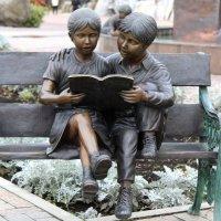 дети на скамейке :: ольга хакимова