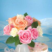 Розы на голубом фоне :: Ольга Бекетова
