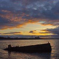 Вечер на кладбище кораблей :: val-isaew2010 Валерий Исаев