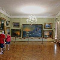 В картинной галерее Айвазовского :: Татьяна Пальчикова