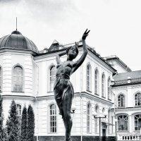 Девочка на шаре :: Леонид Абросимов