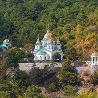 Храм Святого Архистратига Михаила (Ореанда, Крым) :: Павел Катков