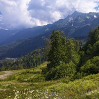 Кавказский пейзаж с облаками :: Леонид