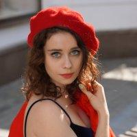 В красном берете. :: Саша Бабаев