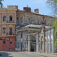 В переулке :: Alex Chernavski