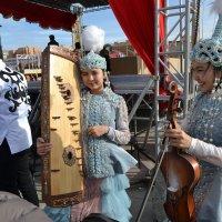 Сейчас начнёт звучать музыка сердец наших красавиц,Айсулу и Ботакоз. :: Хлопонин Андрей Хлопонин Андрей