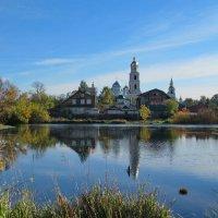 Монастырь у озера :: Александр Чеботарь