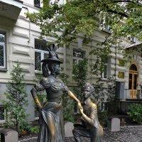 Памятник Проня Прокоповна и Голохвастов :: Vyacheslav Gordeev