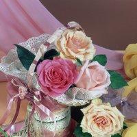 Кремовые и розовые розы :: Ольга Бекетова