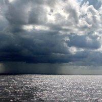 Дождь над морем. :: Валерьян Запорожченко