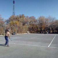 Большой теннис,играют любители,в старом парке города. :: Георгиевич