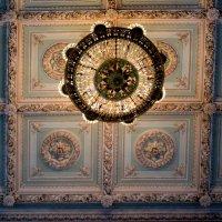 Потолок  и люстра в одном из залов первого этажа особняка :: Елена Павлова (Смолова)