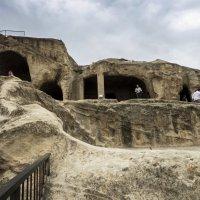 пещерный город Уплисщихе :: Лариса Батурова