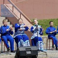 Музыкальные композиции наших ложкарей пользуются успехом у зрителей :: Зинаида Каширина
