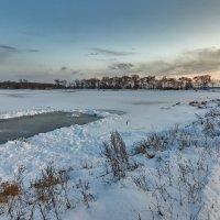 После снегопада очистили место для рыбалки ... :: Евгений Хвальчев