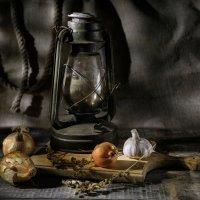 С керосиновой лампой.... :: Алексей Мезенцев