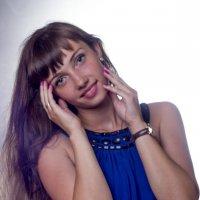 Девушка в синем платье :: Мария Романтеева