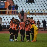Обнимимся,друзья футболисты,перед матчем... :: Андрей Хлопонин