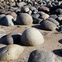 Камни на берегу :: Сергей Курников