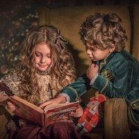 Дети читают книгу :: Kananphoto