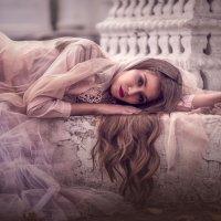 Девушка у фонтана :: Kananphoto