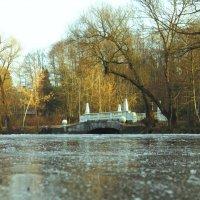 Мост на замёрзшем озере :: Андрей Снегерёв