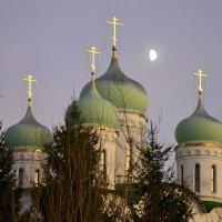 Месяц и купола. :: Михаил Столяров