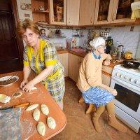воскресенье, утро, домашние пирожки :: Евгений Фролов