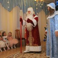 Дед Мороз поздравляет. :: Павел