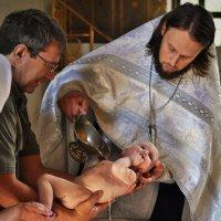 Крещение у купели :: Сергей Розанов